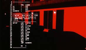 El cyborg programado en cobol analiza el lugar