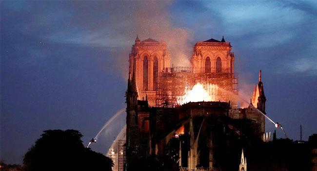 catedral notre dame paris francia incendio.jpg